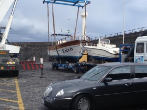 movimento imbarcazione con camion cantiere nautico rosa dell'etna